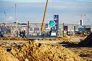 Eingang der U-Bahnhaltestelle Überseequartier in der noch unbebauten HafenCity in Hamburg