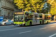 Ein Metrobus der Hochbahn in der Feldstraße in Hamburg