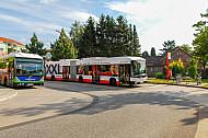 Zwei XXL-Busse am AKN-Bahnhof Burgwedel in Hamburg