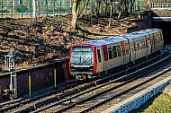 Ein fabrikneuer U-Bahn-Zug am Berliner Tor in Hamburg