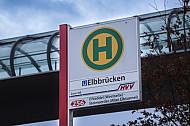 Eine Bushaltestelle am U-Bahnhof Elbbrücken in Hamburg