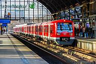 Hamburger S-Bahn im Bahnhof Dammtor