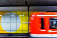 S-Bahn im Tunnelbahnhof Jungfernstieg in Hamburg