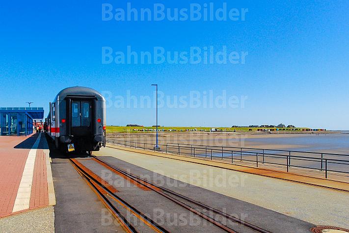 Kurswagen der Deutschen Bahn im Fährbahnhof Dagebüll Mole in Schleswig-Holstein