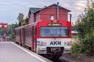 Ein Triebwagen der AKN vom Typ VTE im Bahnhof Barmstedt in Schleswig-Holstein