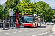Hochbahn-Bus der Linie 109 am Stephansplatz in Hamburg