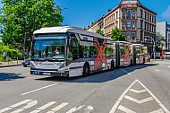 Bus der Hochbahn in der Universität in Hamburg