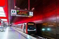 DT5-U-Bahnfahrzeug an der HafenCIty-Universität