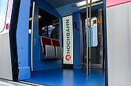 Einstiegsbereich einer neuen U-Bahn der Baureihe DT5 in Hamburg