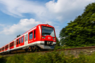 S-Bahn in Hamburg im Grünen