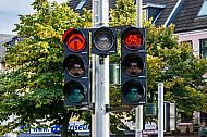 Eine kombinierte Auto- und Fahrradampel in Hamburg
