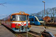 Triebwagen von Lemvigbanen und Arriva im Bahnhof Vemb