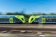 Ein Regionalzug der Deutschen Bahn fährt durch Hamburg-Eidelstedt
