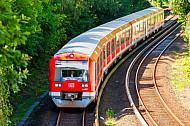 S-Bahn in Hamburg-Rissen