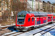 Regionalexpress nach Kiel im Schnee auf der Verbindungsbahn in Hamburg