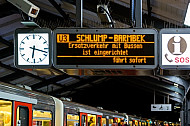 Ersatzverkehr: Fahrzielanzeiger im U-Bahnhof Baumwall in Hamburg
