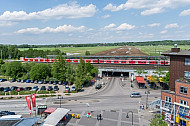 Blick auf den S-Bahnhof Allermöhe in Hamburg. Im Hintergrund soll in den nächsten Jahren der neue Stadtteil Oberbillwerder entstehen