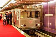 Oldtimer-U-Bahn (TU2) am U-Bahnhof Jungfernstieg in Hamburg