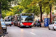 Zweite-Reihe-Parker behindern Busverkehr in Hamburg