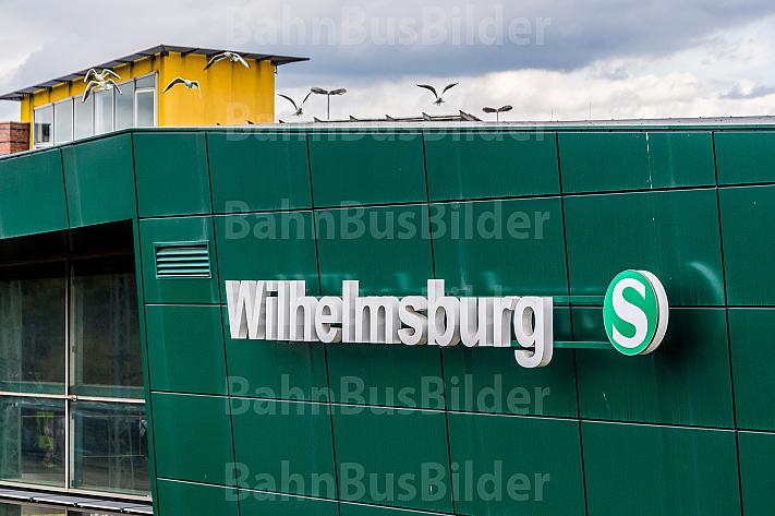 Stationsschild am S-Bahnhof Wilhelmsburg in Hamburg