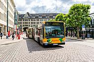 Metrobus der Linie M5 am Hamburger Rathausmarkt