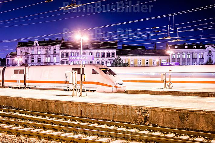 ICE bei Nacht im Bahnhof Hamburg-Altona