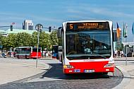 Metrobus am Jungfernstieg (Alsterarcarden) in Hamburg