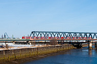 S-Bahn auf den Elbbrücken in Hamburg