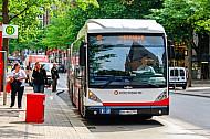 XXL-Bus der Hochbahn in der Mönckebergstraße in Hamburg