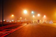 Autozugverladung am Syltshuttle in Niebüll in Schleswig-Holstein bei Nacht