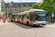 XXL-Bus der Hochbahn am Rathausmarkt in Hamburg