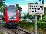 Doppelstock-Sonderzug am Bahnhof Tornesch in Schleswig-Holstein
