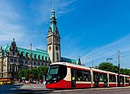 Fotomontage: Stadtbahn auf dem Hamburger Rathausmarkt