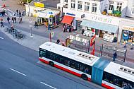 Bus aus Vogelperspektive in der Osterstraße in Hamburg