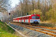 AKN-Triebwagen auf neu ausgebauter zweigleisiger Strecke südlich von Quickborn in Schleswig-Holstein