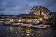 Der U-Bahnhof Elbbrücken in Hamburg bei hoch stehendem Wasser in der Elbe