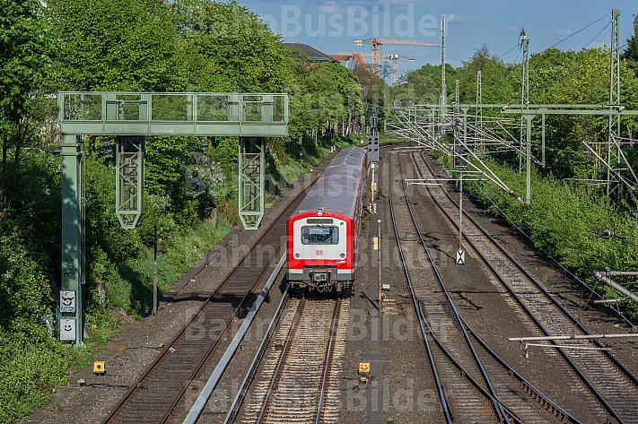 Freie Fahrt für einen Hamburger S-Bahn-Zug der betagten Baureihe 472
