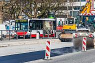 Bauarbeiten an einer Bushaltestelle in Hamburg