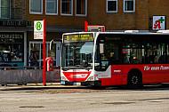 Metrobus der Linie M5 am Bezirksamt Eimsbüttel in Hamburg
