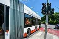 Vorfahrt für Busse an der Universität in Hamburg