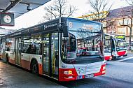 Ein Metrobus der Linie 8 am U-Bahnhof Wandsbek Markt in Hamburg