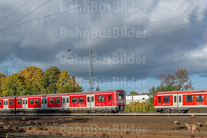 Zwei Hamburger S-Bahnen begegnen sich in Eidelstedt auf freier Strecke