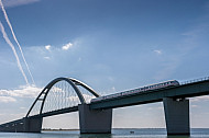 ICE auf der Fehmarnsundbrücke