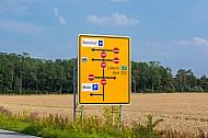 Straßenschild am Fährhafen Puttgarden