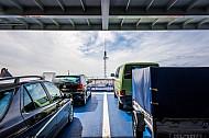 Das PKW-Deck auf der Eisenbahn-Fähre