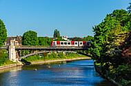 U-Bahn auf Alsterbrücke in Hamburg-Winterhude