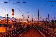 Gleisvorfeld im Abendlicht im Bahnhof Hamburg-Altona