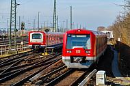 S-Bahn vor Betriebswerk an der Elbgaustraße in Hamburg