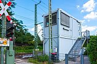 Bahnübergang Hammer Straße in Hamburg mit provisorischem Fahrdienstleiter-Haus