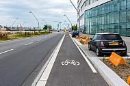 Neuer Radfahrstreifen in HafenCity in Hamburg